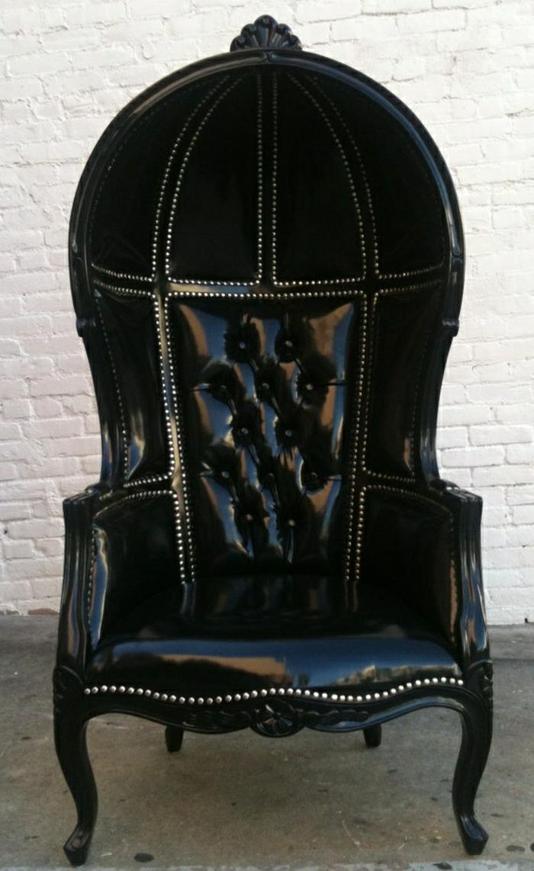 schwarzer-Sessel-Leder-Barock-stilvoll