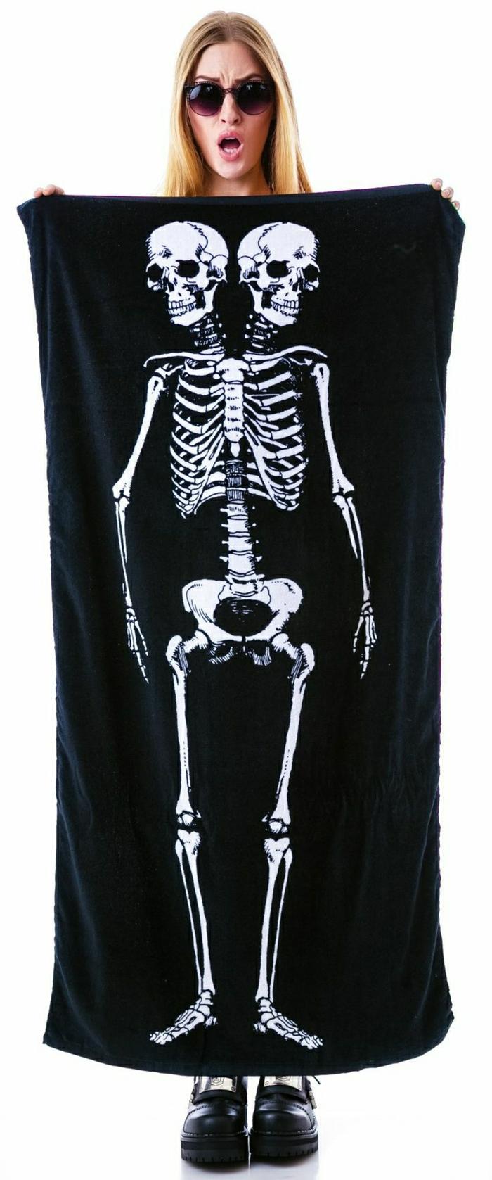schwarzes-Tuch-Baden-Strand-Skelett-Muster