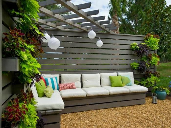 sichtschutz-ideen-weißes-sofa