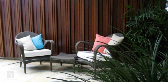 Sichtschutz Ideen Zwei Weiße Stühle 28 Interessante Sichtschutz Ideen Für  Garten!