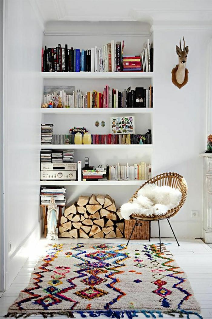 skandinavisches-Interieur-Sessel-flaumiger-vintage-Teppich