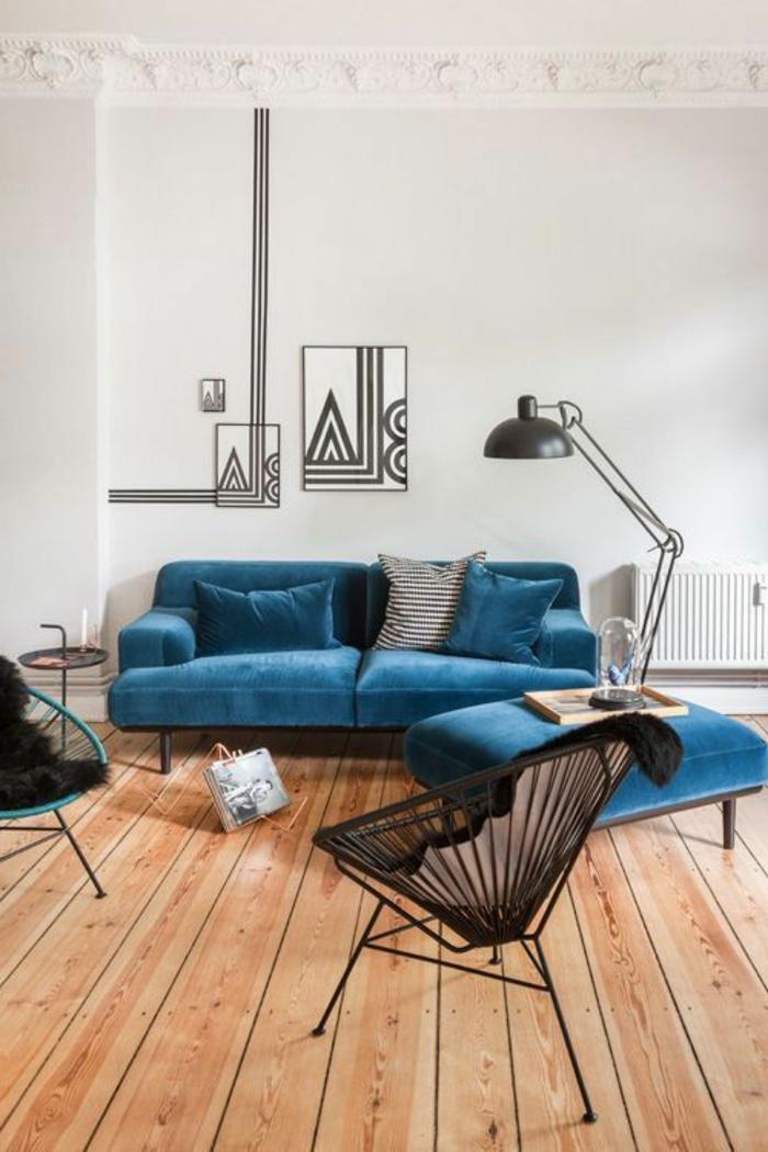 sofa-aus-samt-blaues-modell-interessante-lampe