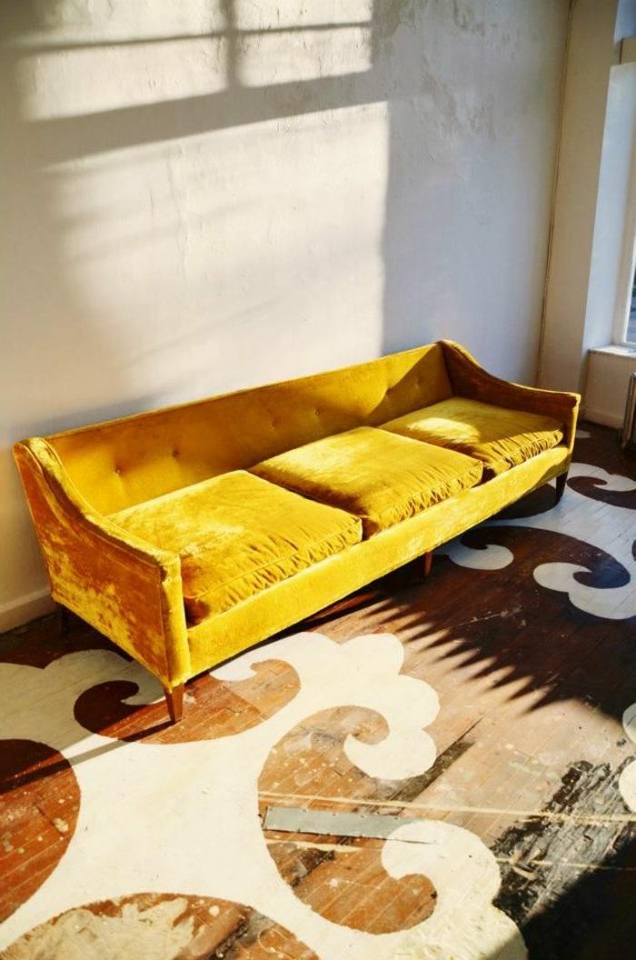sofa-aus-samt-gelbes-modell