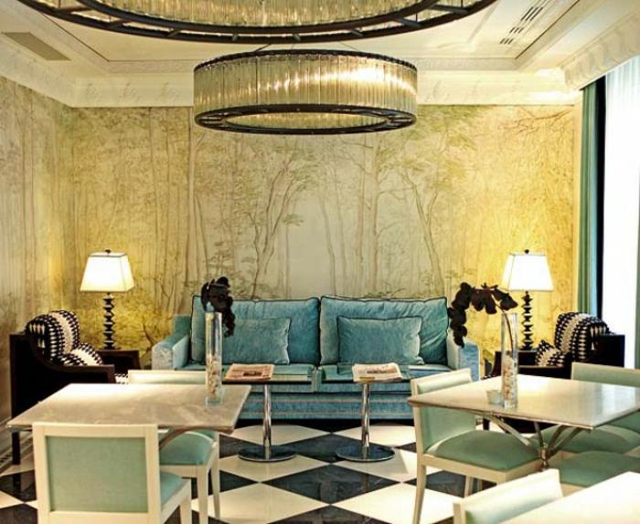 sofa-aus-samt-goldene-nuancen