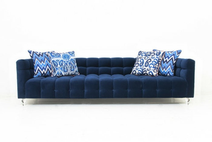sofa-aus-samt-hintergrund-in-weiß