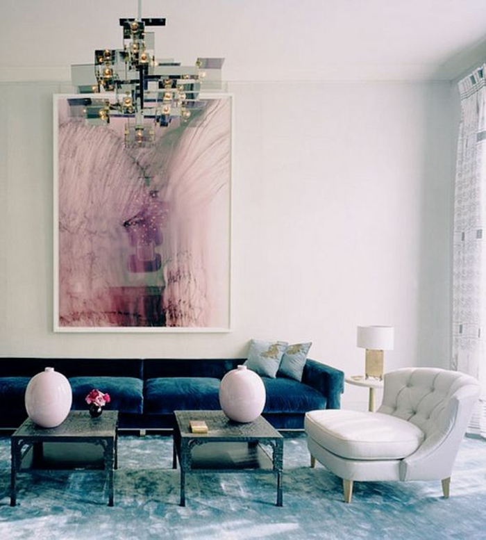 sofa-aus-samt-rosige-wände