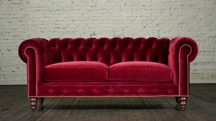 Sofa aus samt ein aristokratisches m belst ck for Lesesessel rot