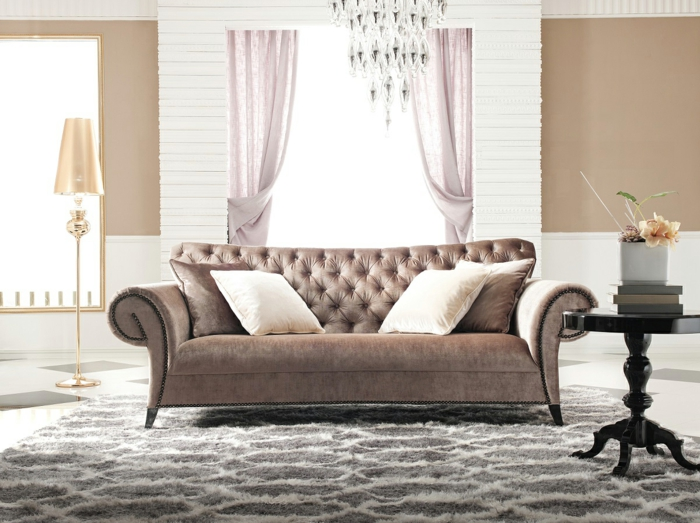 sofa-aus-samt-taupe-farbe
