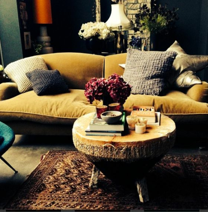 sofa aus samt ein aristokratisches m belst ck. Black Bedroom Furniture Sets. Home Design Ideas