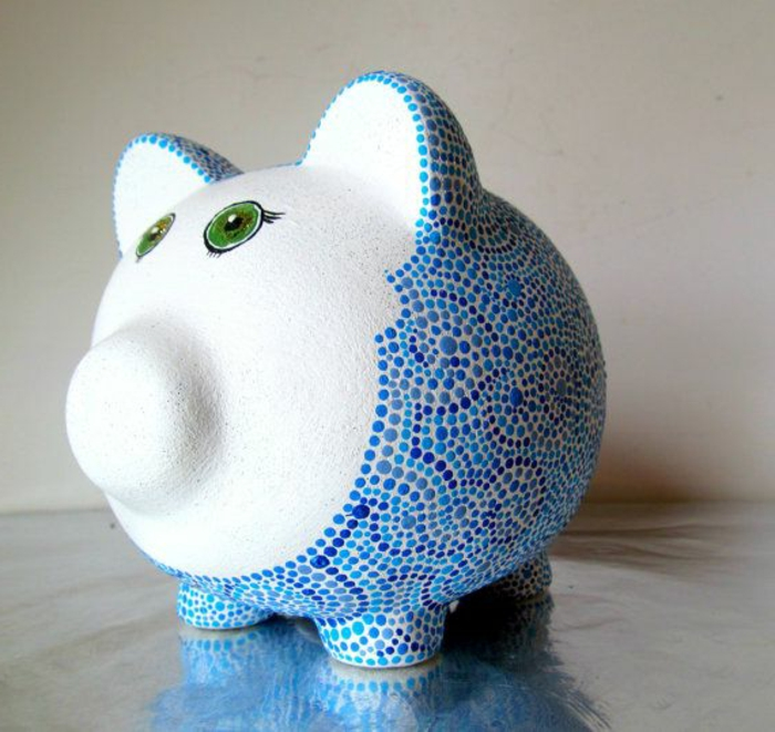 sparschwein-bemalen-model-mit-blauen-elemenenten