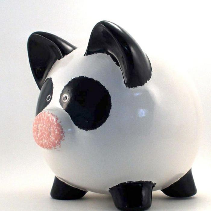 sparschwein-bemalen-super-cooles-design-weiß-und-schwarz-kombiniert