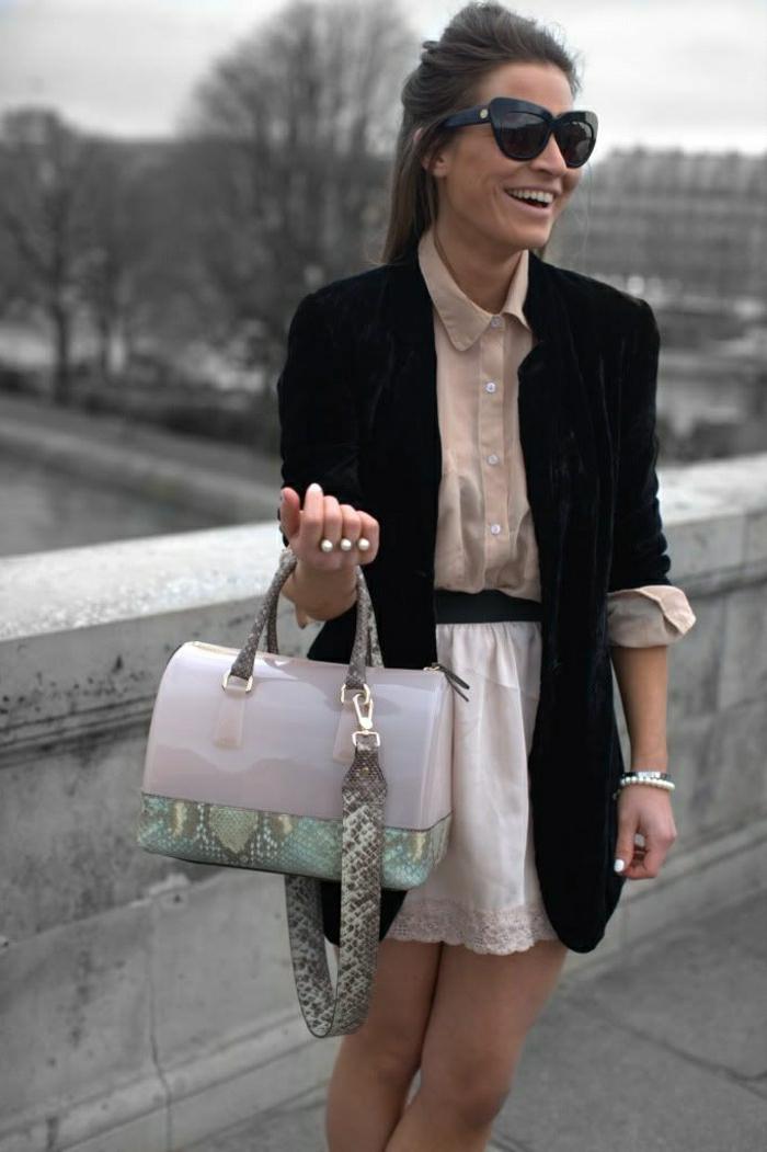 stilvolle-Kleidung-Sonnenbrille-extravagante-Furla-Tasche