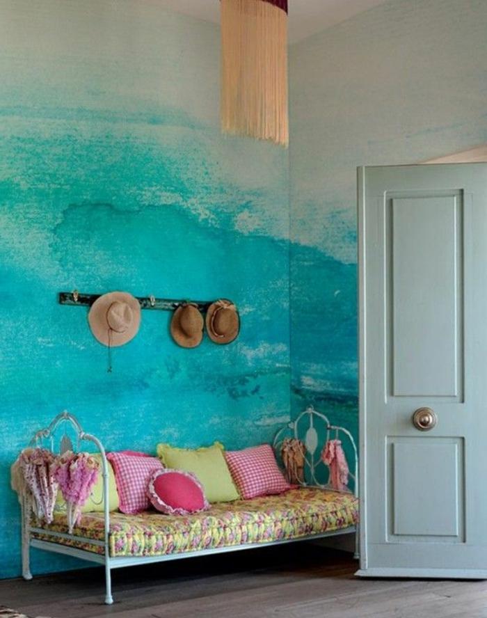 strand-deko-blaue-wandgestaltung-sofa-mit-dekokissen