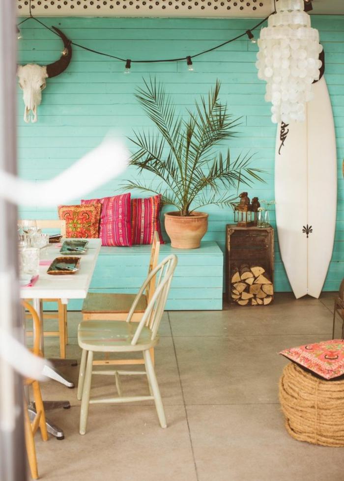 strand-deko-interessante-wandgestaltung-hölzerner-stuhl