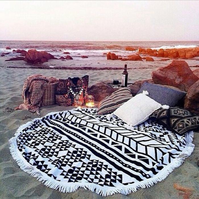 super-cooles-Strandtuch-schwarz-weiß-modisch-boho-Stil