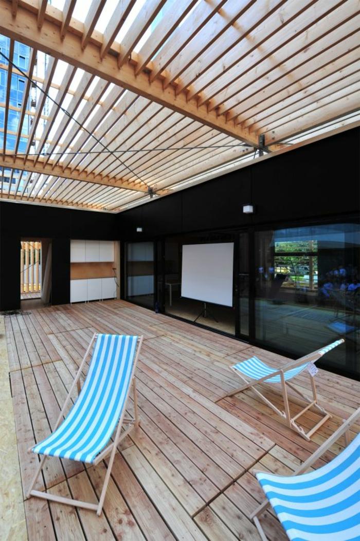 terrassen-gestaltungsmöglichkeiten-blaue-lüiegestühle