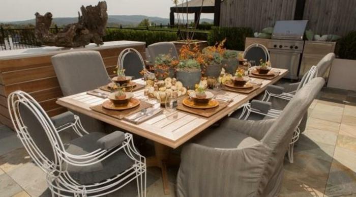 terrassen-gestaltungsmöglichkeiten-einmaliges-modell-graue-stühle
