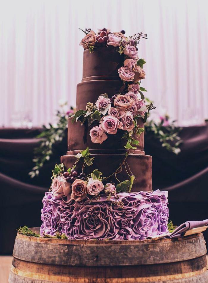 tolle-torten-lila-dekorative-blumen