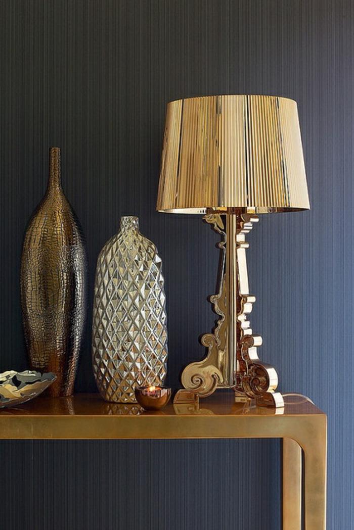 vasen-deko-ideen-goldene-lampe