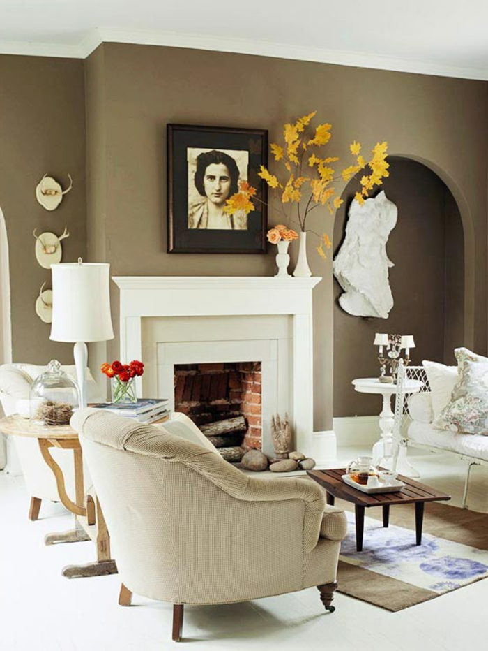 vasen-deko-ideen-weißer-kamin-im-wohnzimmer