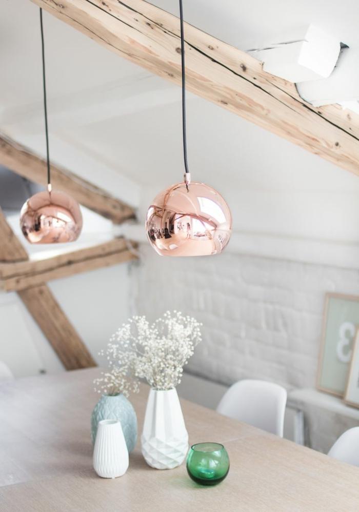 vasen-deko-ideen-zwei-rosige-hängende-lampen