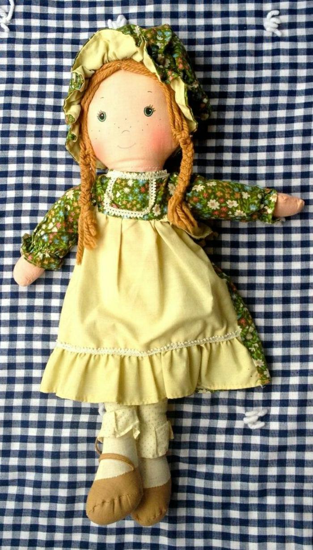 vintage-70er-Holly-Hobbie-alte-Puppen-Amy-Textil-gelber-Trägerrock-Bonnet