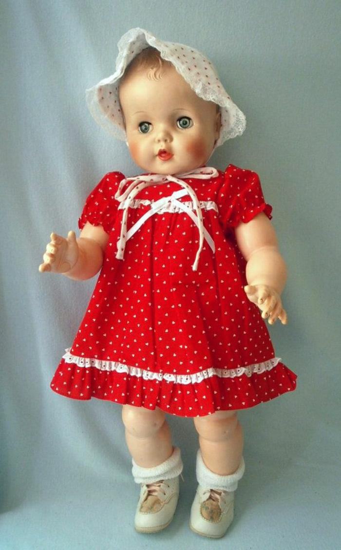 vintage-Baby-Puppe-Bonnet-rotes-gepunktetes-Kleid-Bänder