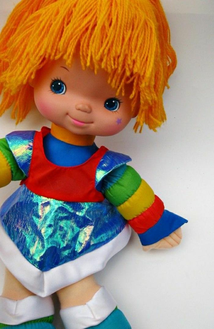 vintage-Puppe-1983-orange-Haare-bunte-Kleidung