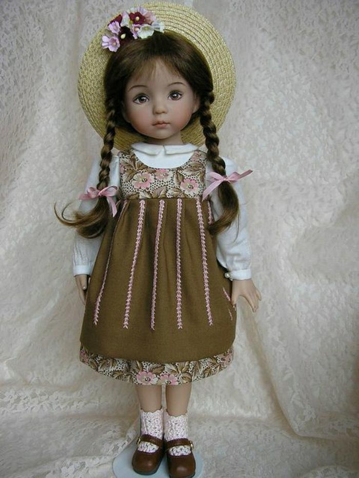 vintage-Puppe-kleines-Mädchen-süß-braune-Haare-Zöpfe-Strohhut-Blumen-Dekoration