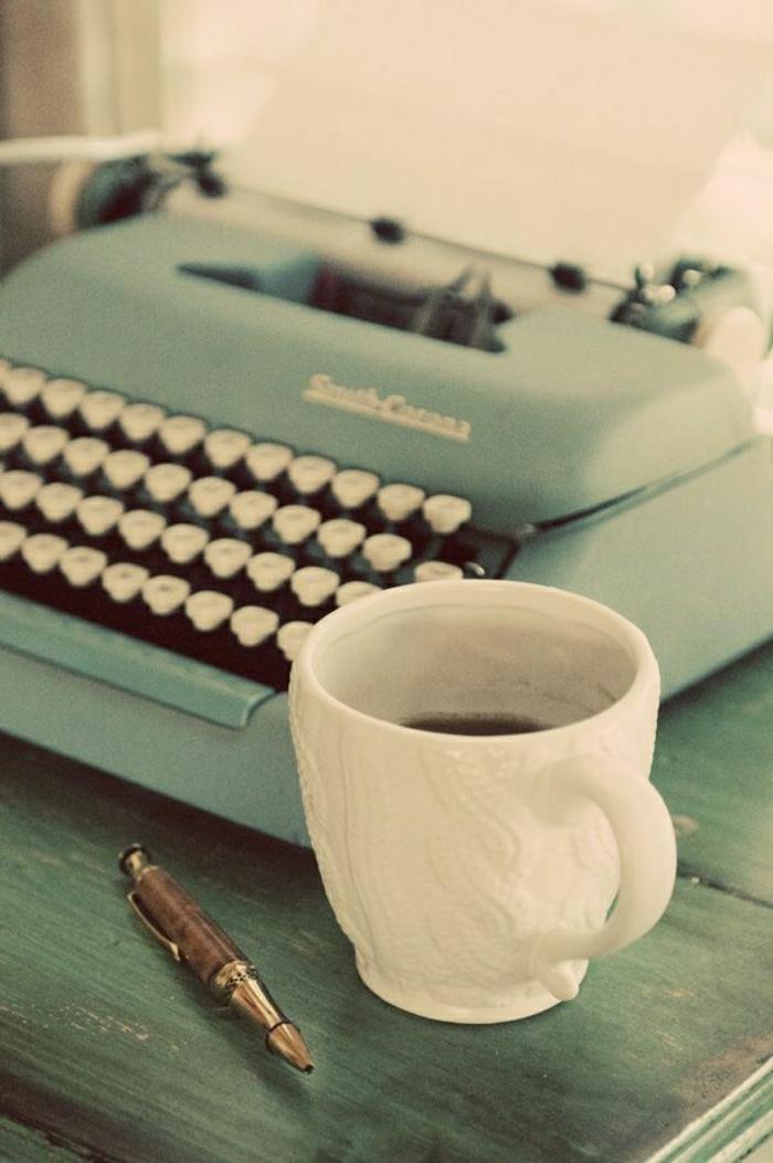 vintage-Schreibmaschine-Kaffeetasse-Kugelschreiber