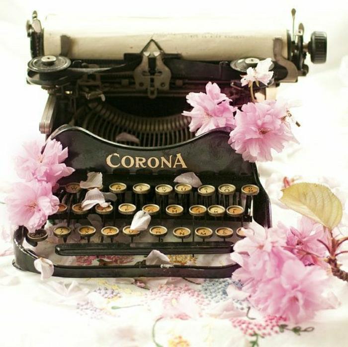 vintage-Schreibmaschine-schwarz-Blüte
