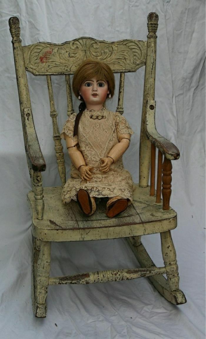 vintage-Stuhl-bewegliche-Puppe-braune-Haare