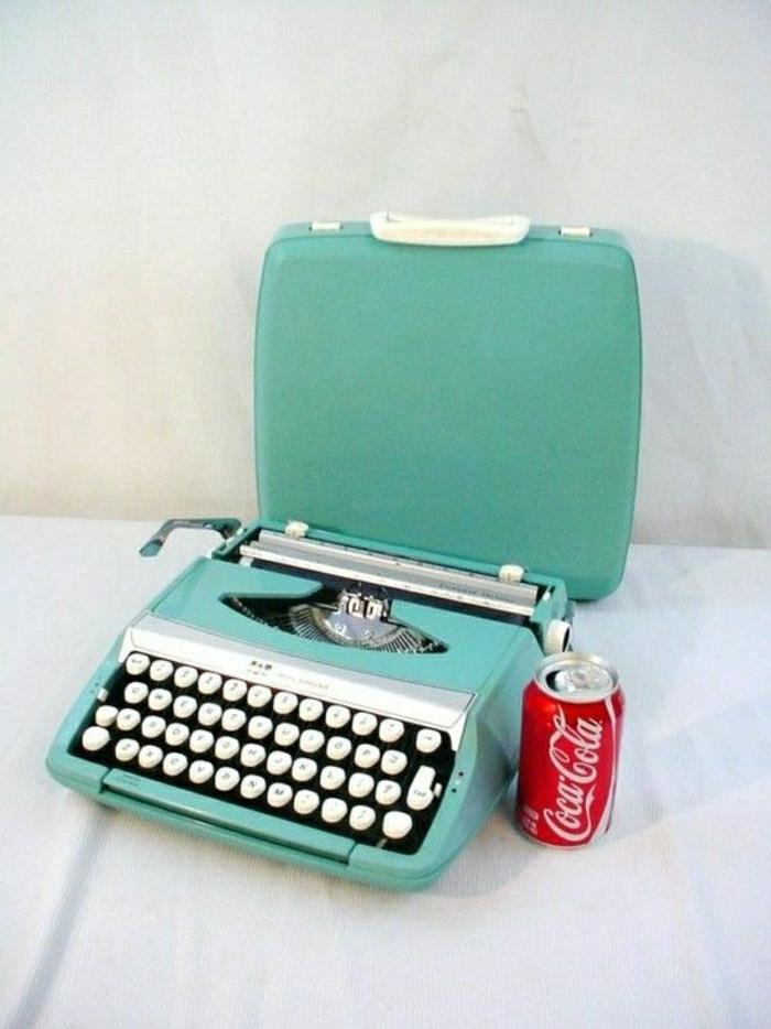 vintage-elektrische-Schreibmaschine-türkis-Farbe
