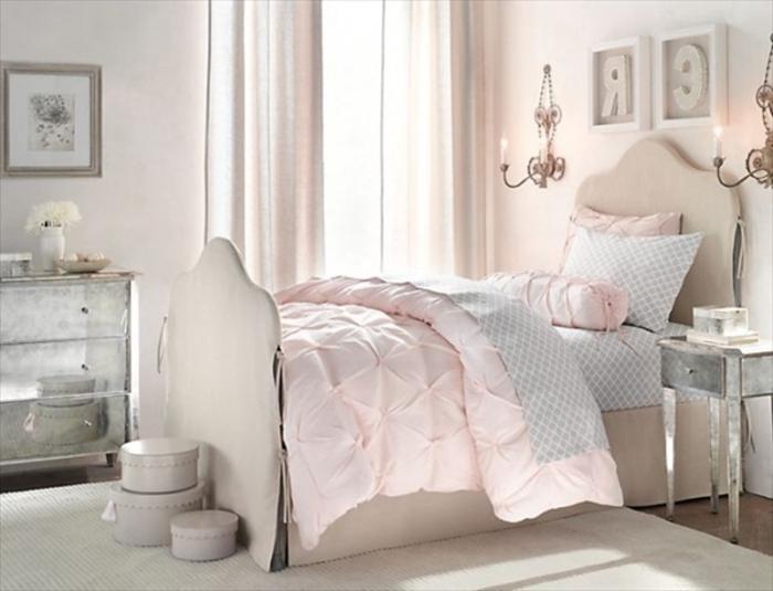 Schlafzimmer Gestalten Retro : Vintage Schlafzimmer mit silbernen Dekokissen