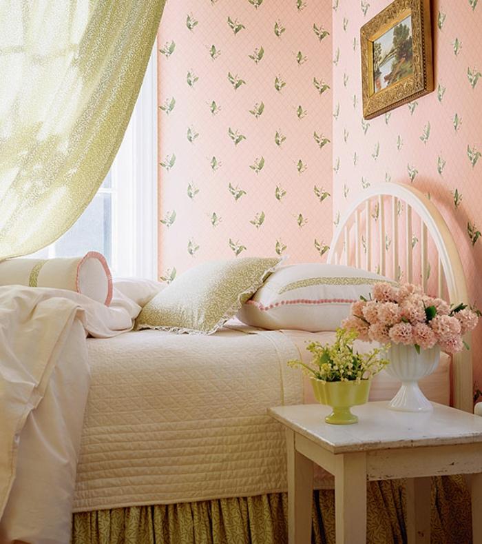 Coole Tapeten F?r Schlafzimmer : rosiges vintage schlafzimmer – sch?ne blumen neben dem bett
