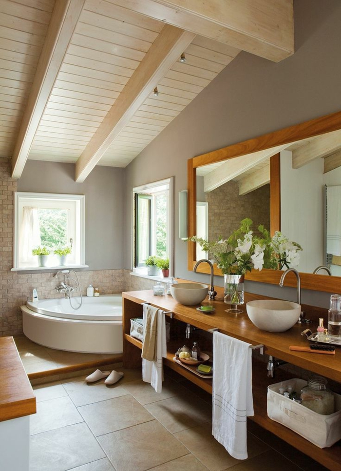 landhaus badezimmer - badmöbel aus holz - große waschtischplatte