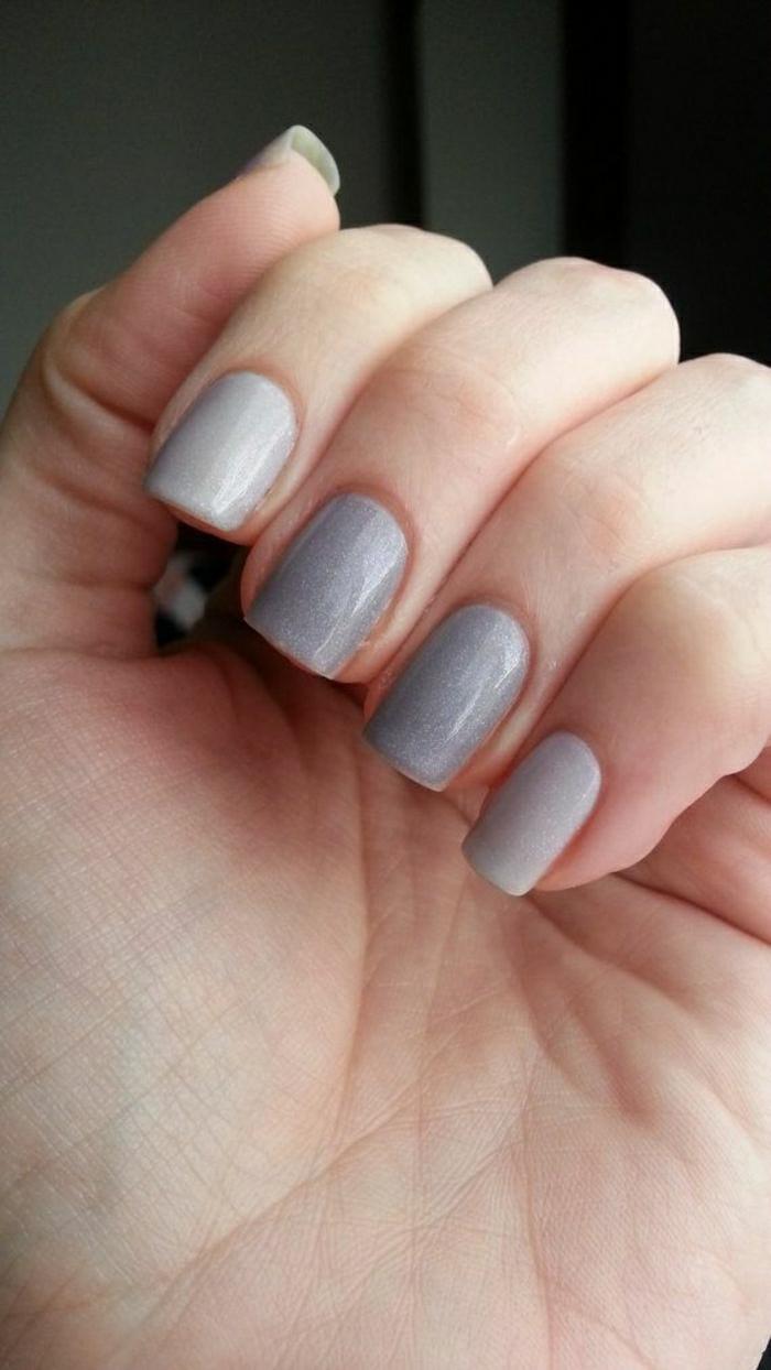 weiß-wechseln-graue-Farbe-Nagellack-Thermo-Effekt