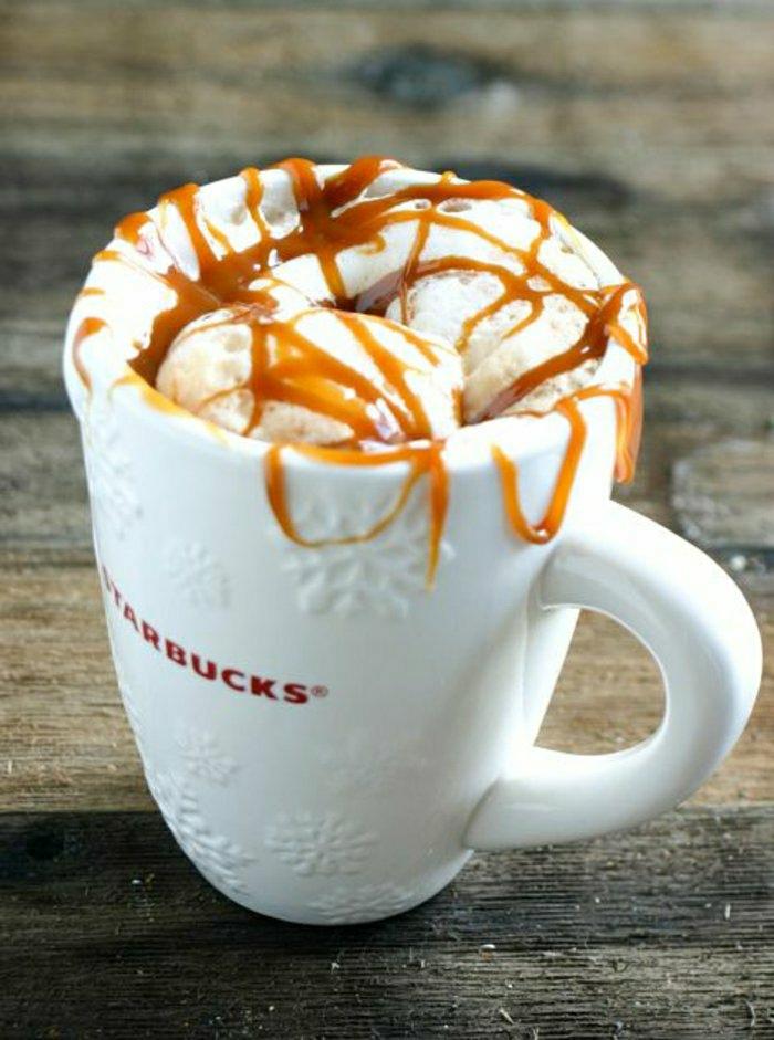 weiße-simple-starbucks-tasse-Eis-Karamell