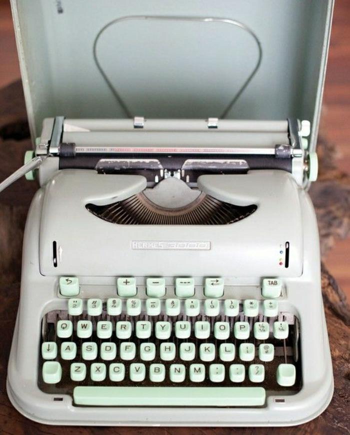 weiße-vintage-Schreibmaschine