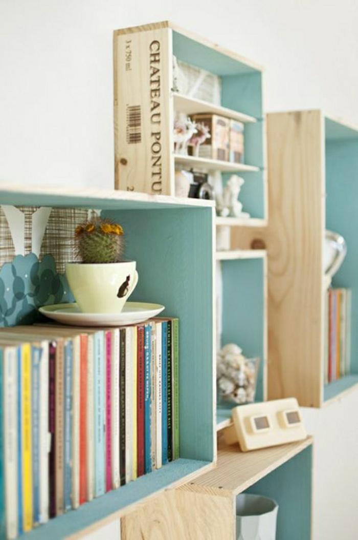 weinkisten-holz-Bücherregale-blau-mini-Kaktus