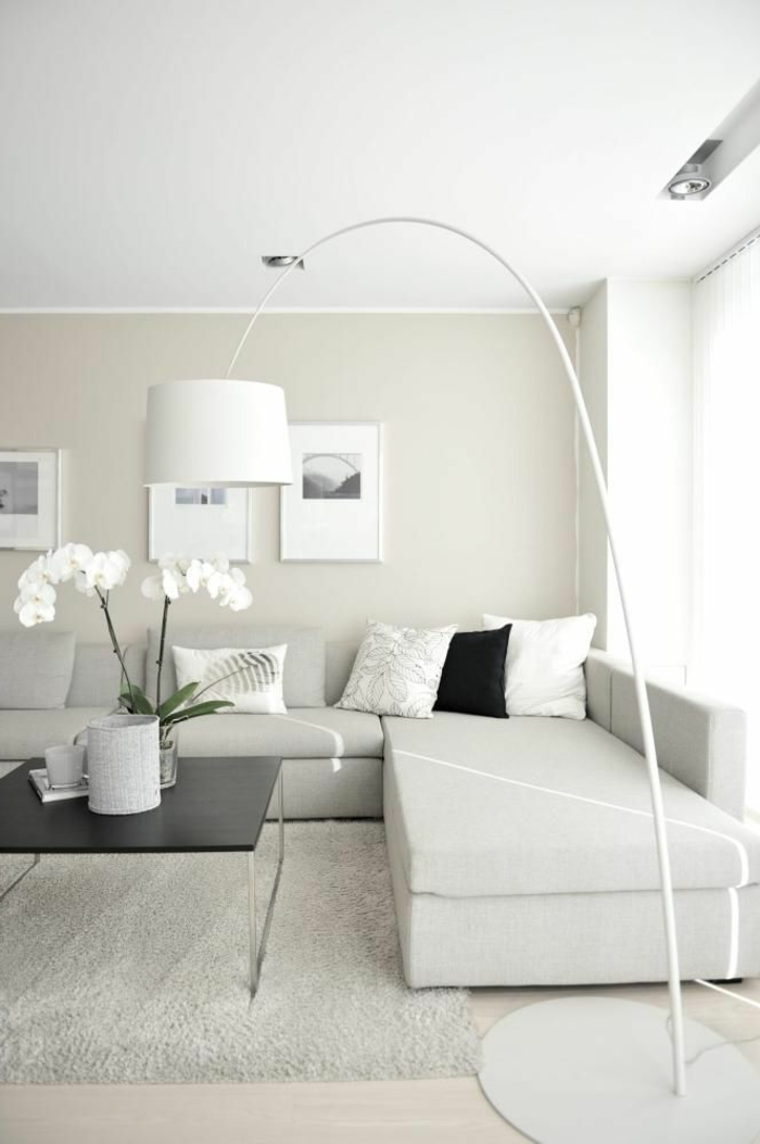 wohnzimmer weiß holz:modernes Wohnzimmer gestalten in helles grau, weiß und beige