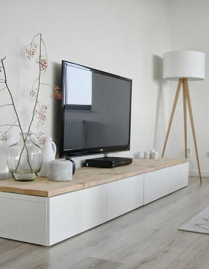 Elegantes Wohnzimmer-Design mit schicken weißen Gardinen