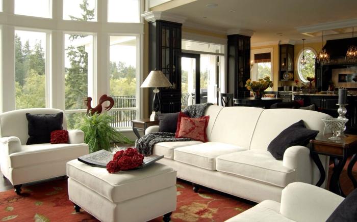 wohnzimmer-gestalten-weiße-sofa-mit-kontrastfarbige-kissen