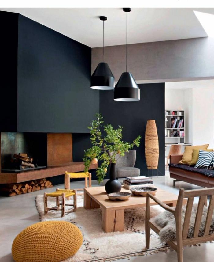 wohnzimmer-in-schwarz-hängende-lampen