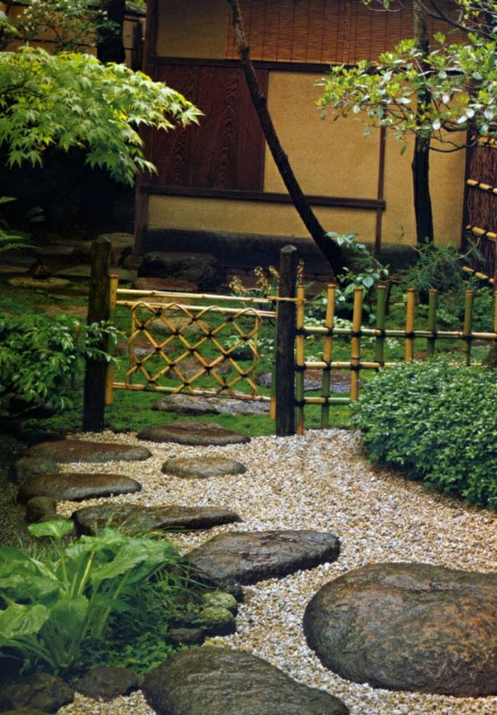 zen-garten-Bambus-Tür-Zaun-Pfad-Trittsteine