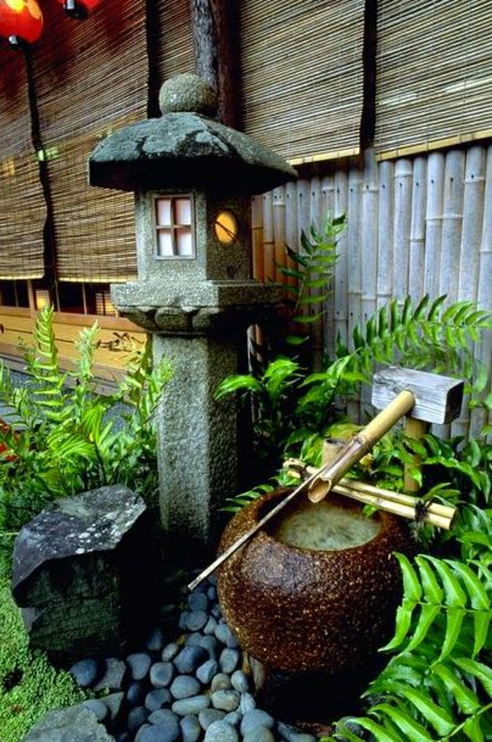 zen-garten-Kyoto-Japan-Wasserbecken-Schilf