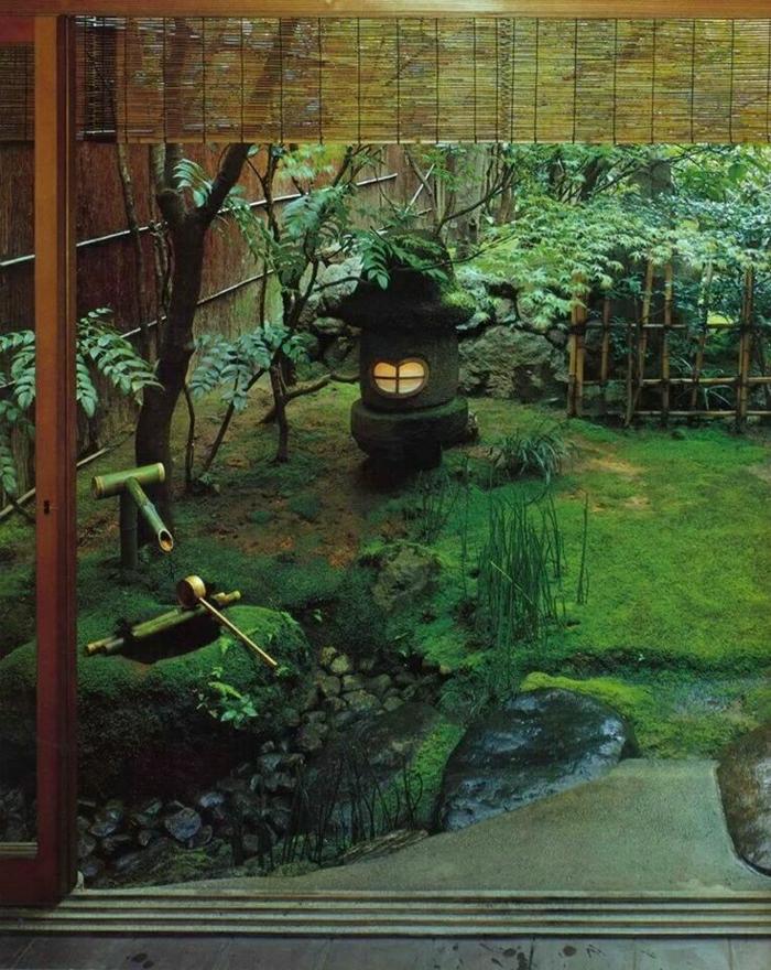 zen-garten-japanisch-Steinlaterne-Bambus-Trittsteine