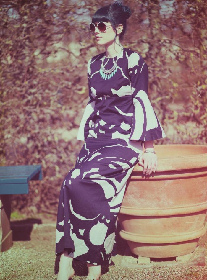70er-mode-lila-kleid-modell