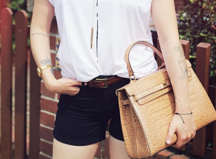 70er-mode-weißes-modell-hemd