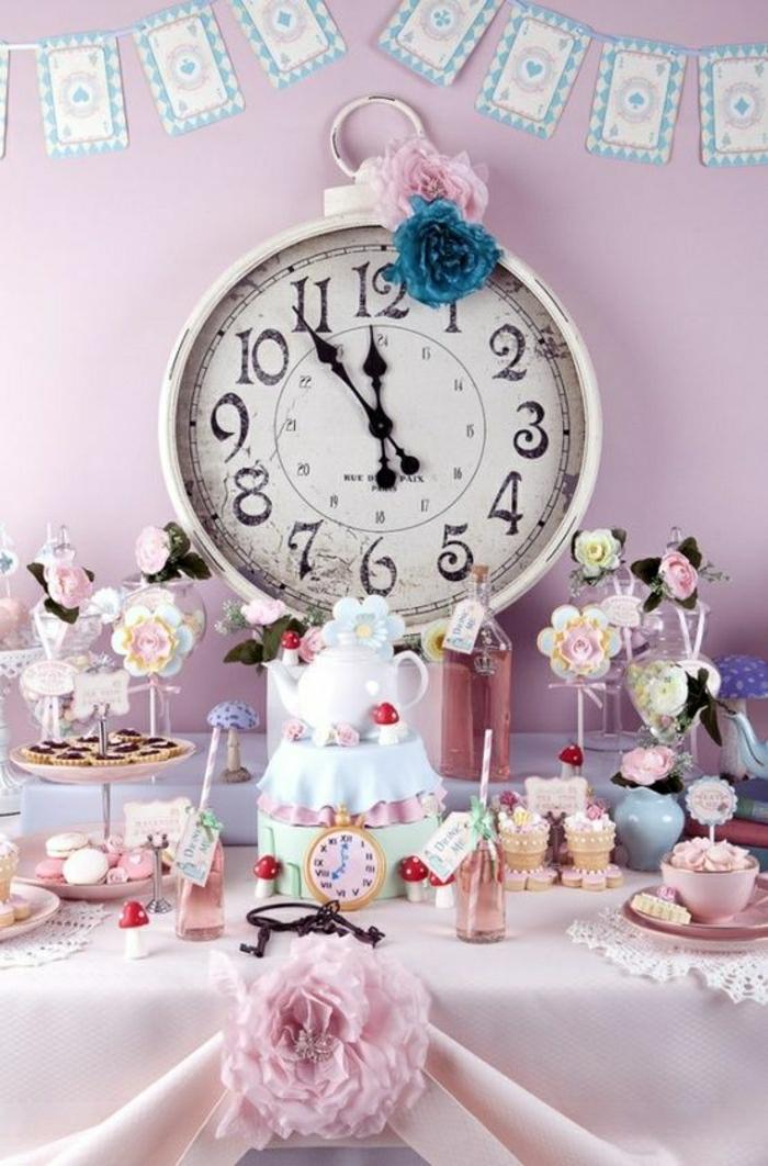 Alice-in-Wonderland-thematische-Kinderparty-rosa-alte-Wanduhren-Dekoration